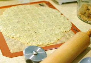 Scoring dough for crackers